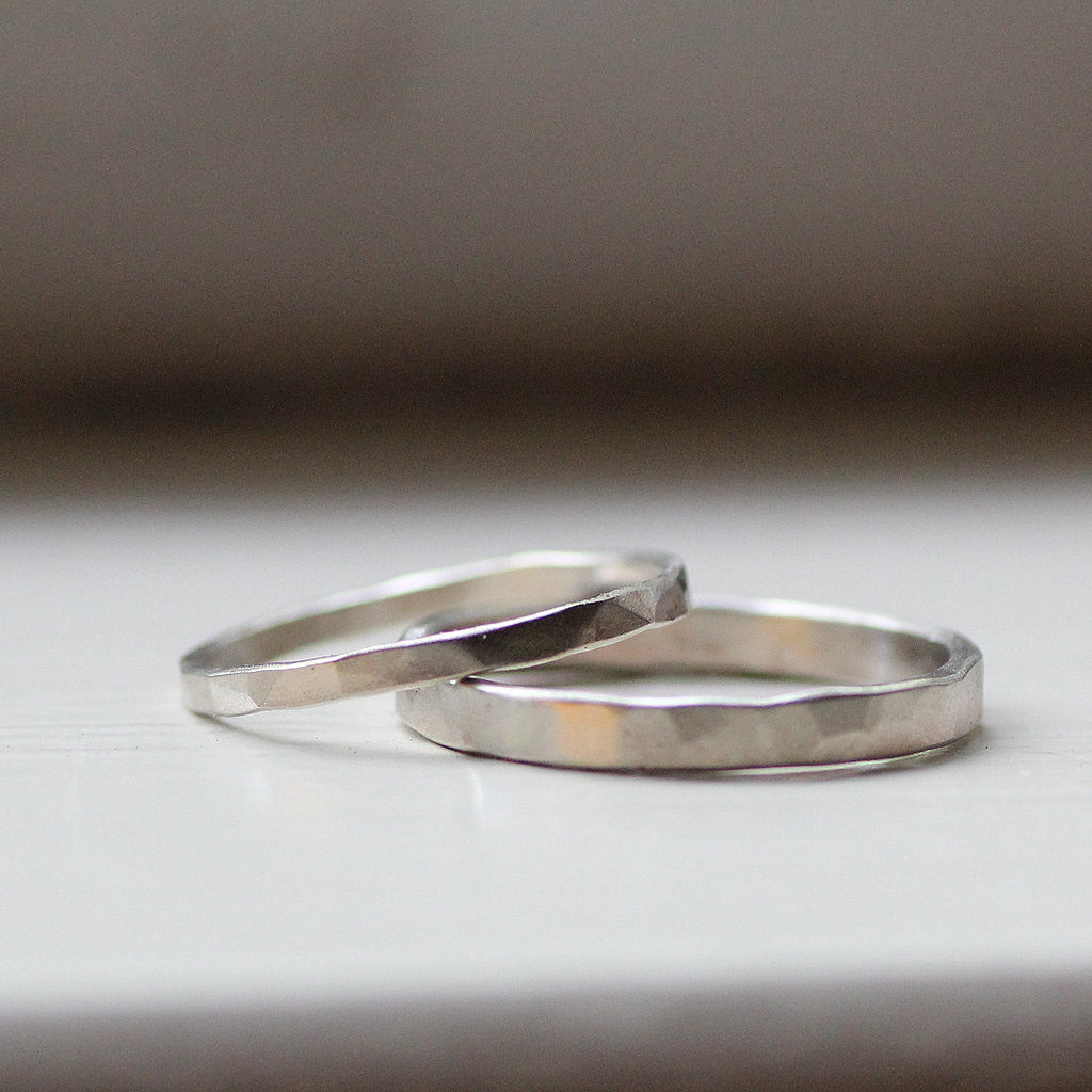 Primitive Hammered White Gold Wedding Band Set