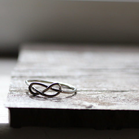 Unique Infinity Knot Ring