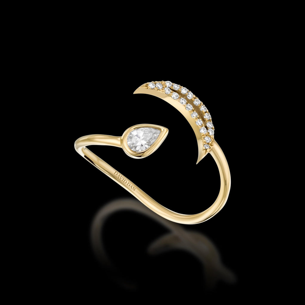 LUMINOUS TWIST 18K Yellow Gold Diamond Ring