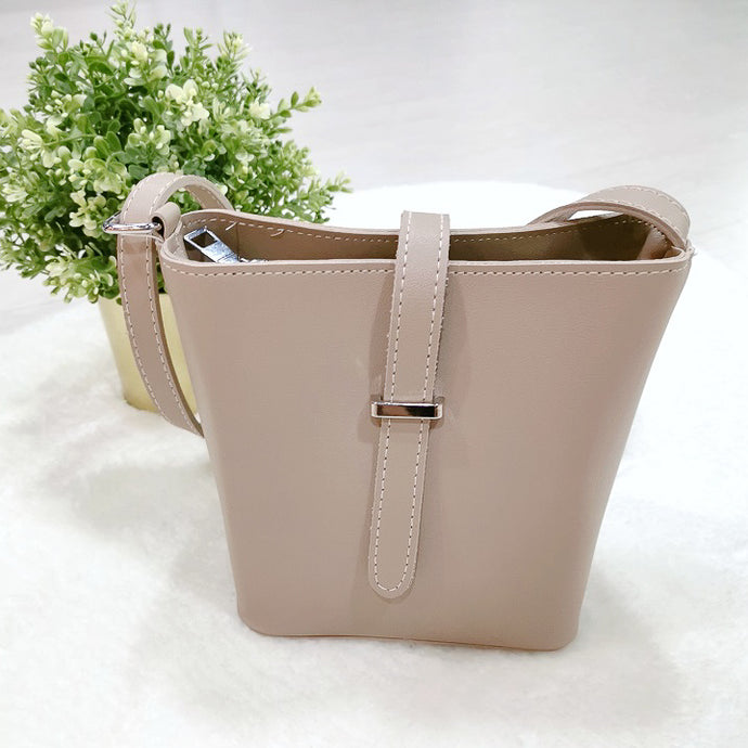 Vivi Shoulder Bag in Beige