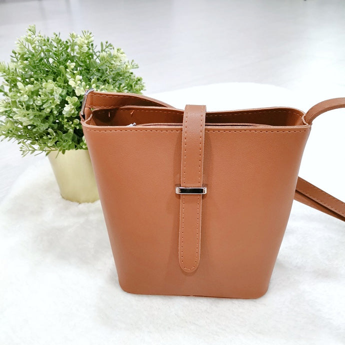 Vivi Shoulder Bag in Brown