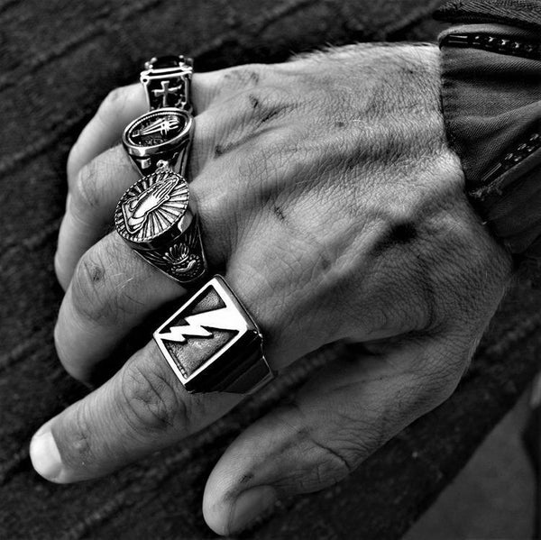 SACRED PRAYER HANDS GOLD RING - Rebelger.com