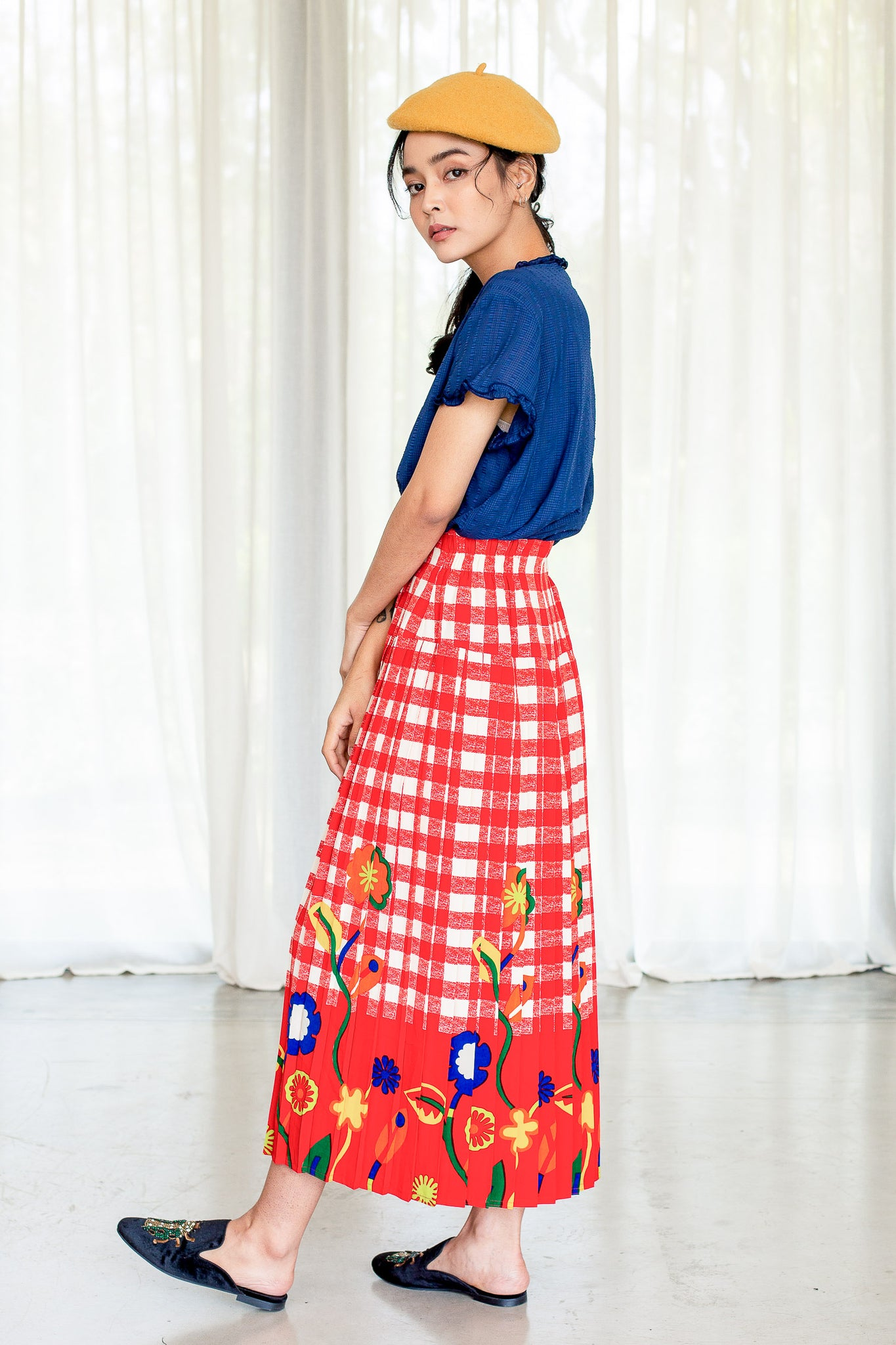 Vintage 80s Red check with blue sunflower vintage skirt