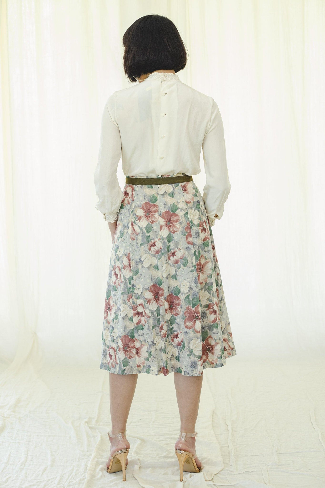 Vintage upcycled skirt from the 80s | Midi | Floral Print - Sugar & Cream Vintage