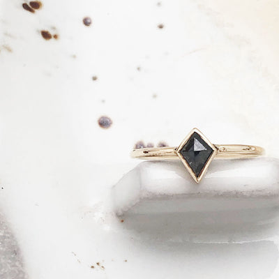 Kite Salt and Pepper Diamond Ring yellow Gold