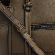 Marc O'Polo Handtasche Fortyone in Braun