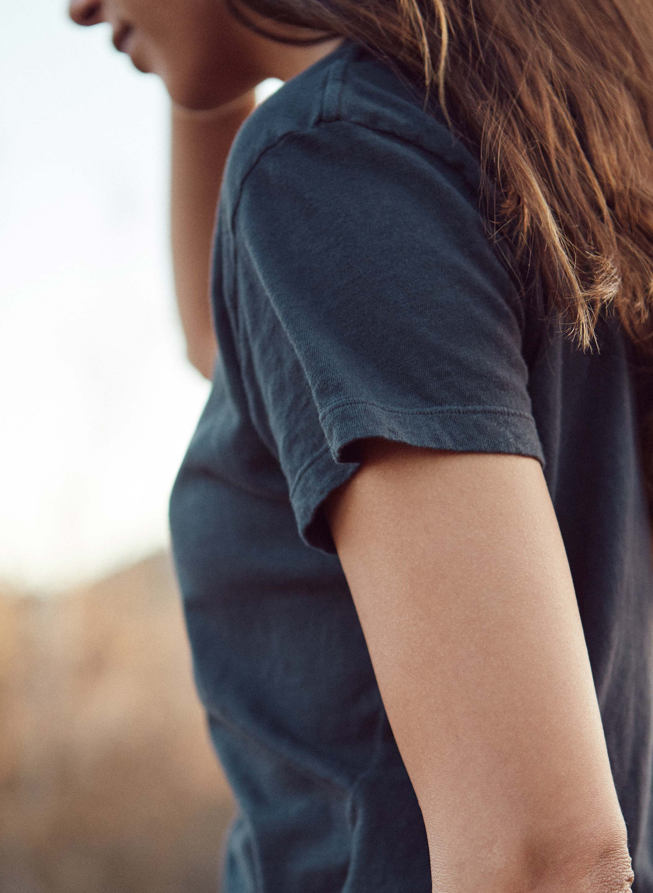 imogene + willie - the drop tee in faded black