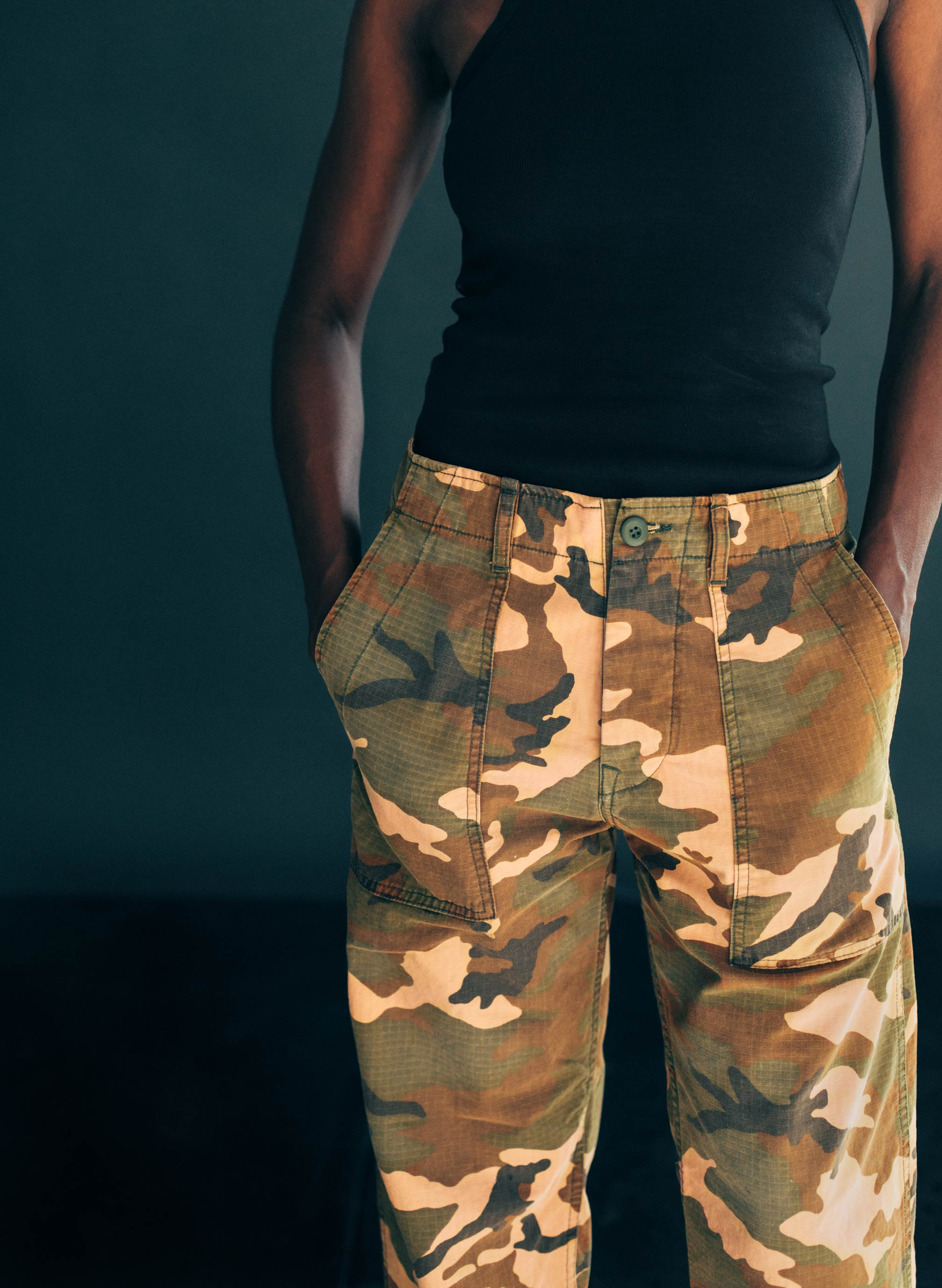 imogene + willie - blake trouser in sunbleached camo
