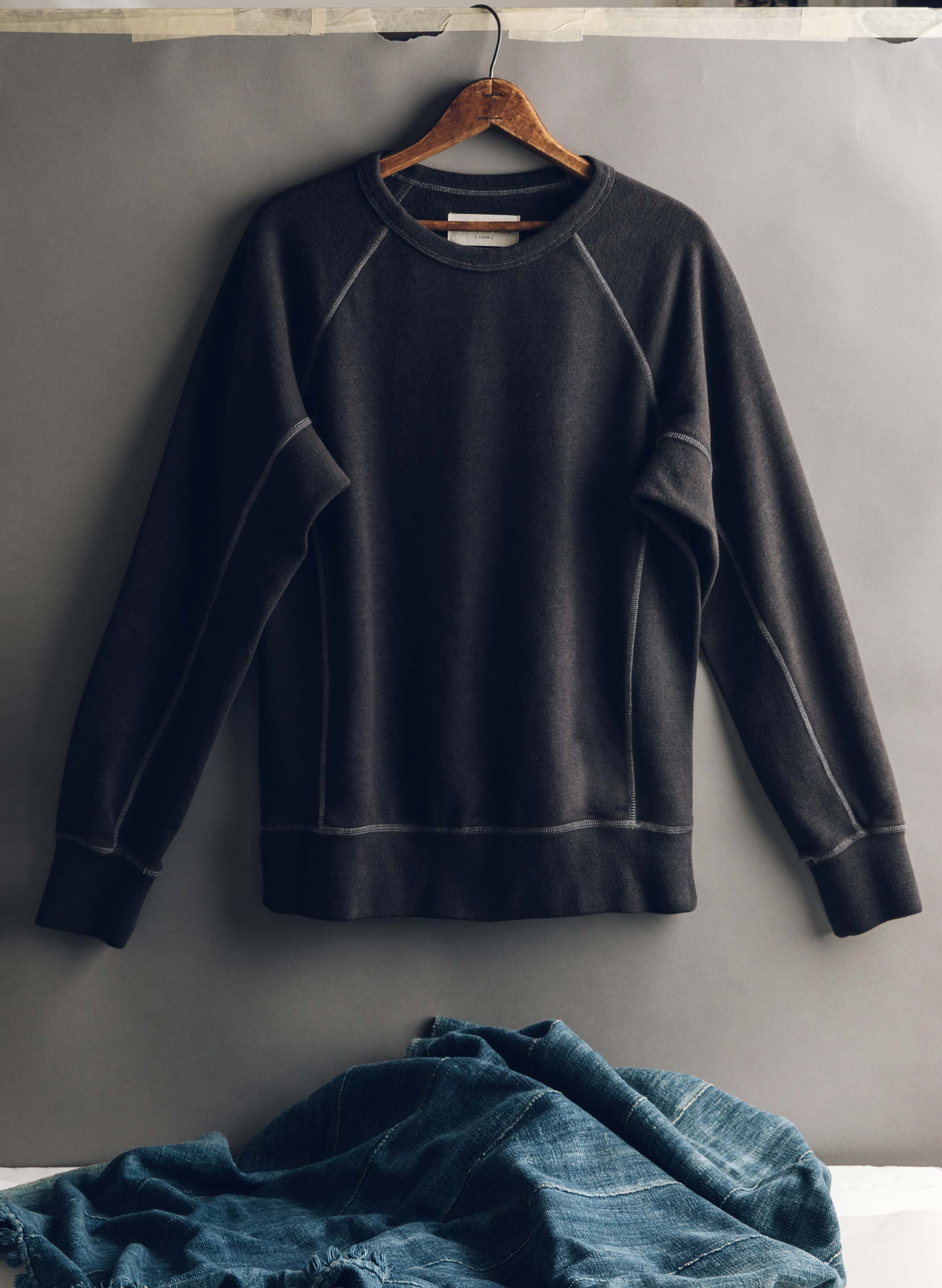 imogene + willie - the dryden sweatshirt in black