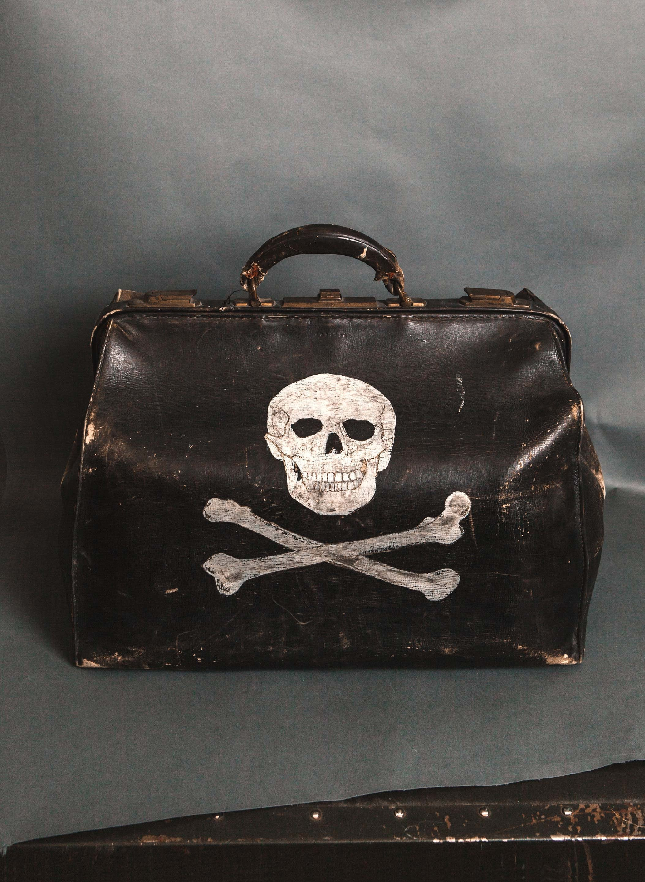 "imogene + willie - handpainted ""peligro"" doctor's bag"