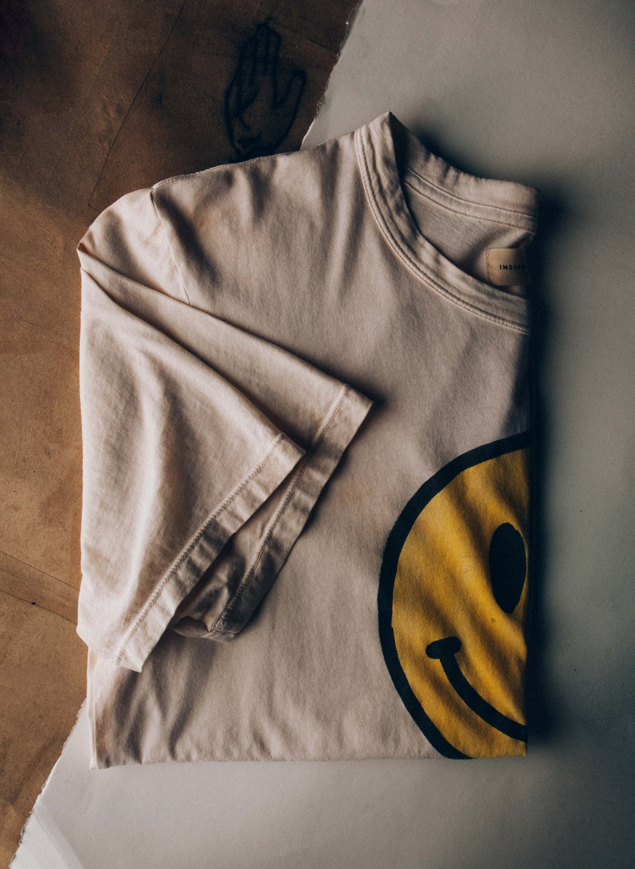 "imogene + willie - handpainted ""smiley"" tee"