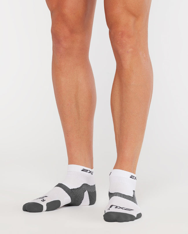 2XU COMPRESSION SOCKS (QUARTER CREW LENGTH)