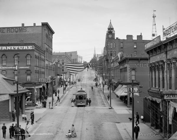 Front Street, Marquette, Michigan