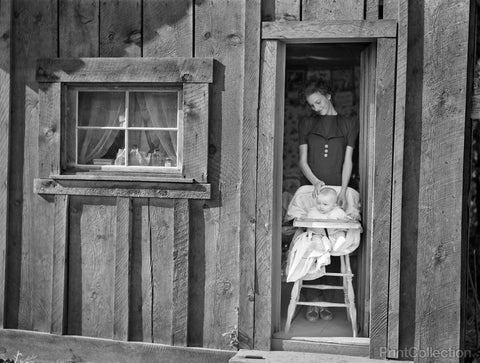 Woman and Baby, Gem County, Idaho, 1939
