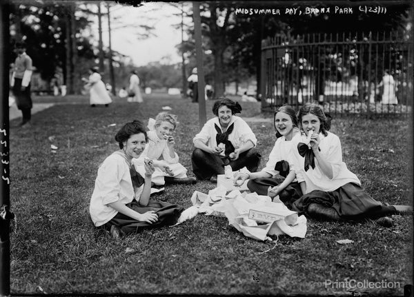 Women, Midsummer Day, Bronx Park