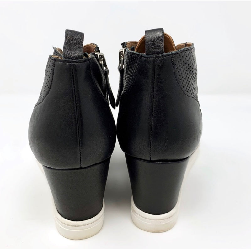 Linea Paolo Felicia Wedge Bootie, Black Size 9