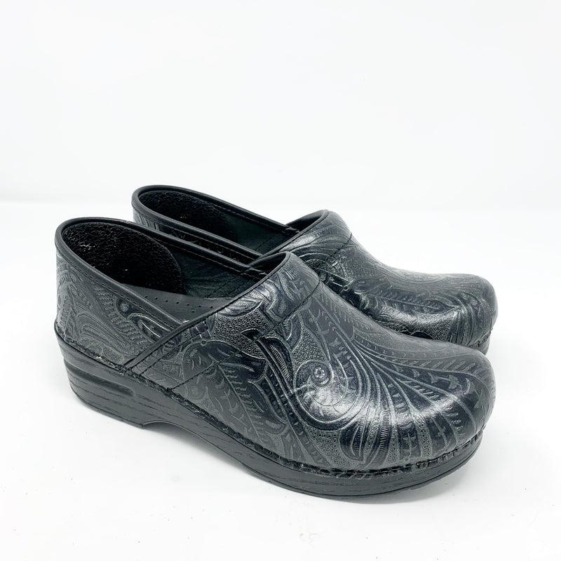 Dansko Professional Tooled Clog, Black size 38