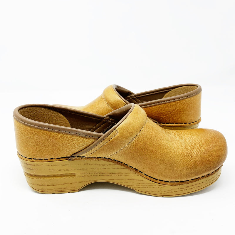 Dansko Distressed Professional Clog, Honey Leather size 37