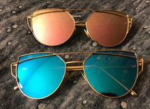 Load image into Gallery viewer, Women's Vintage Mirrored Cat-Eye Shades