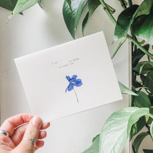 I am so lucky to know you typed in typewriter font on a white greeting card, paired with a pressed flower. handmade décor by flora & phrase