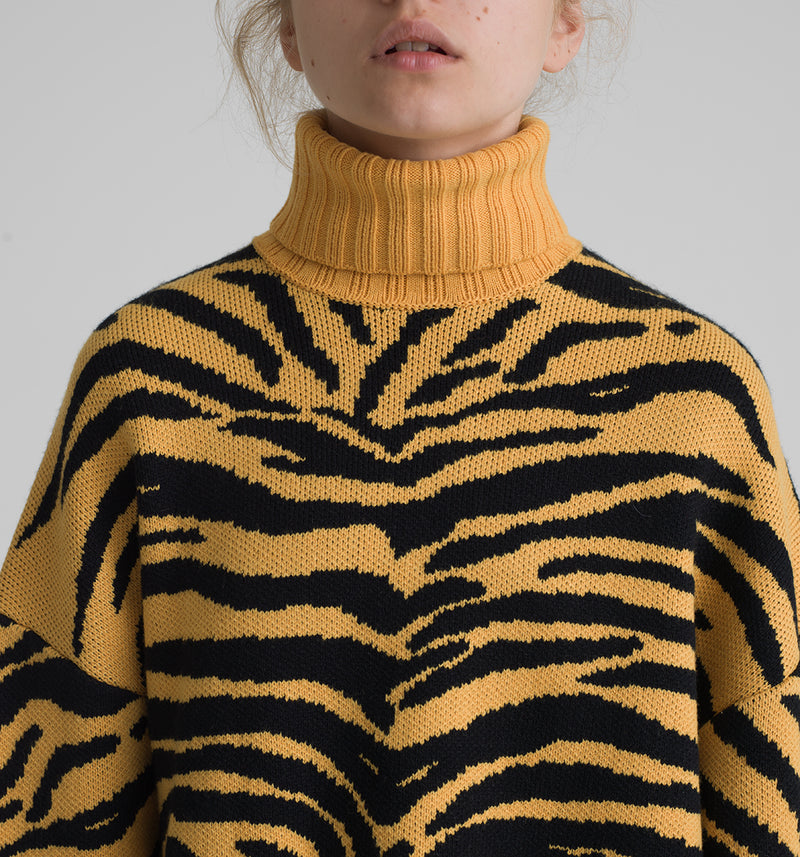 Animalier jacquard cropped turtleneck with destroyed ribbed cuffs and bottom