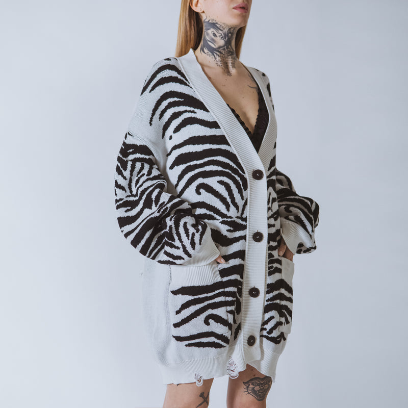 Patti tiger long white/black tiger cardigan