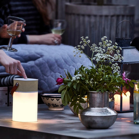 aglow-wireless-speaker-and-lamp