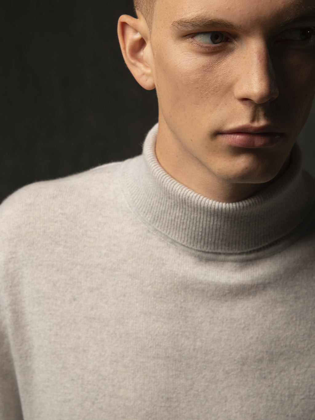 Men Turtleneck Sweater_Light Grey
