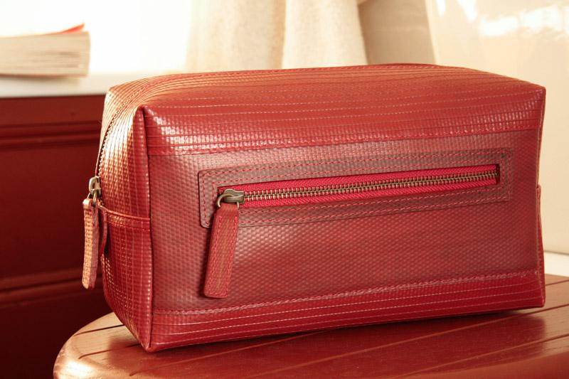 Elvis & Kresse Large Washbag in Red