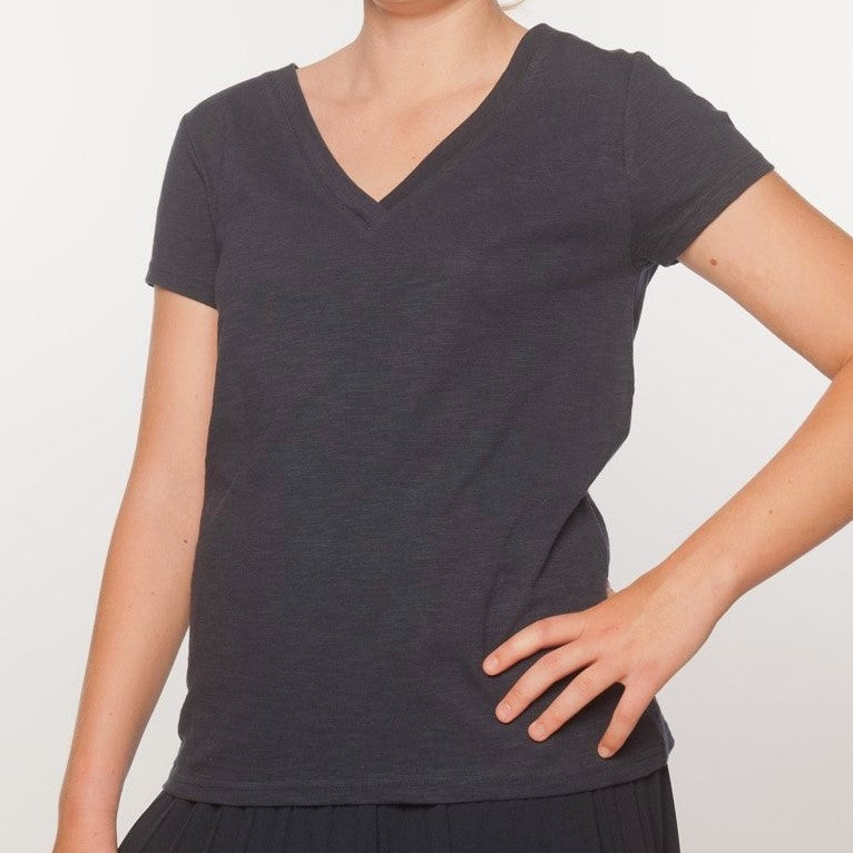 Loskey V-Neck T-Shirt in Navy Organic Cotton