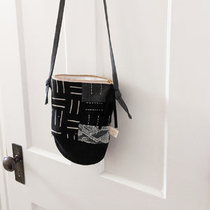 Royal City Cross Body Bag in Black