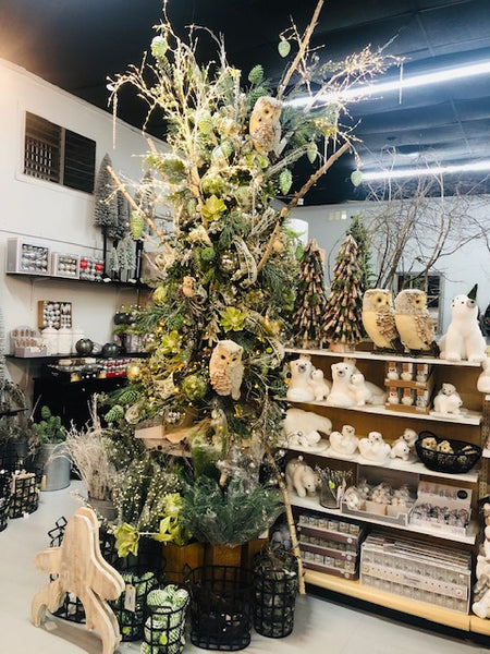 Create a Stunning Store Display Christmas Tree
