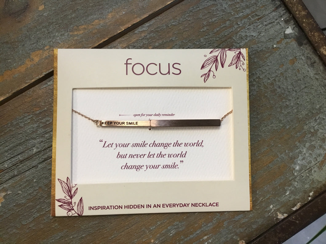 Focus Necklace - Keep Your Smile in Rose Gold