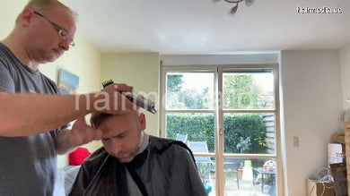 2012 20201210 homeoffice buzzcut by Nico and shampoo