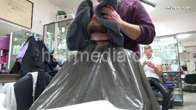 2012 20201209 xmas salon barber session by Nico 5 Canan controlled headshave