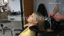 Load image into Gallery viewer, 6191 Viktoria shampooing backward hair wash in large cape