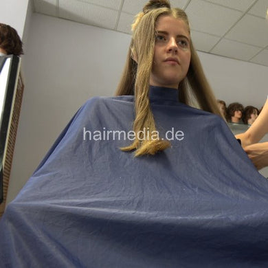 6191 25 Alina long blonde thick hair dry haircut in Berlin salon