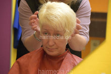 Load image into Gallery viewer, 7090 s0421 Barberette PetraS by colleauge 4 backward shampooing
