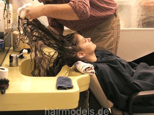 164 Babette Shampooing by barber 12 min video for download