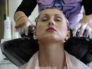 h102 CZ Hana 8 min shampooing video for download