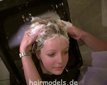 Load image into Gallery viewer, 966 shampoocasting Melissa by mom