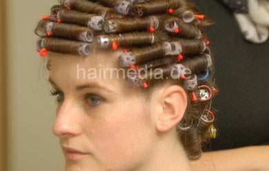 6178 AndreaW 3 set straitght classic wetset in hairsalon small curlers