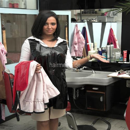152 barberette Tatjana at work and and in chair 107 min video + 150 pictures DVD