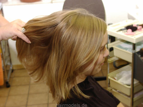 833 Britta Recklinghausen by Fr. Blüggel home shampoo color and haircut