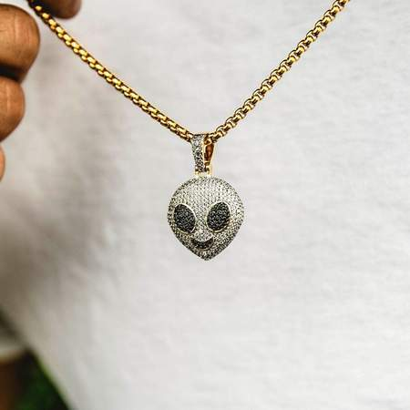 The Gld Shop Iced Alien Pendant - Gold