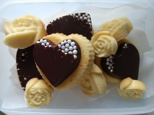 15 Almond Cariad Roses and Hearts - naturally gluten and dairy free