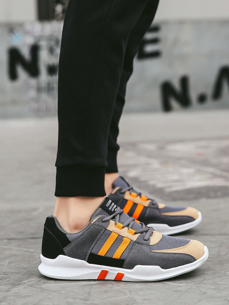 Men Suede Panel Lace-up Front Sneakers
