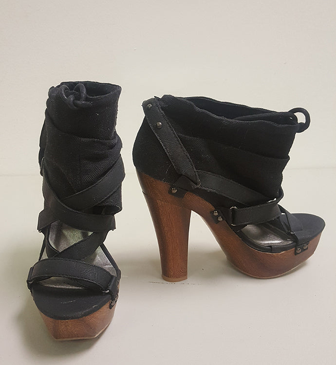 QUPID ISELIN STRAPPY PLATFORM BOOTIE (SAMPLE)