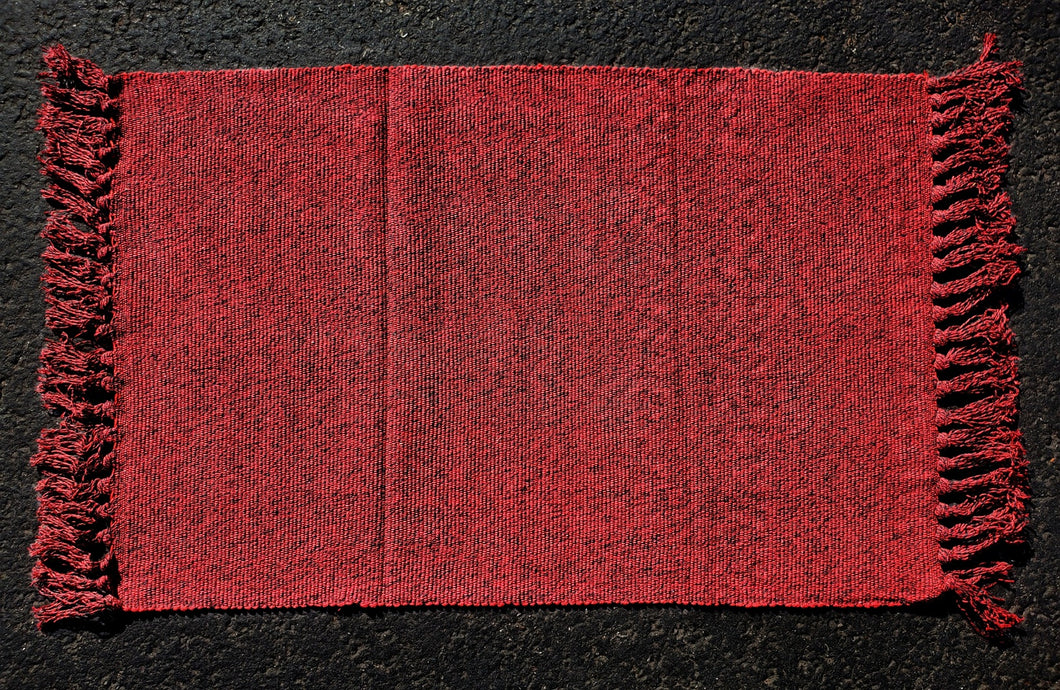 Red and black speck Fringe Under-Mat