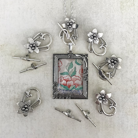 FLOWER TOGGLE antique silver
